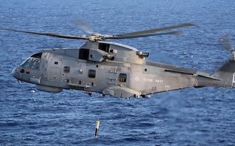 Охотник-становится-дичью-–-вертолеты-Королевского-флота-преследуют-российские-…